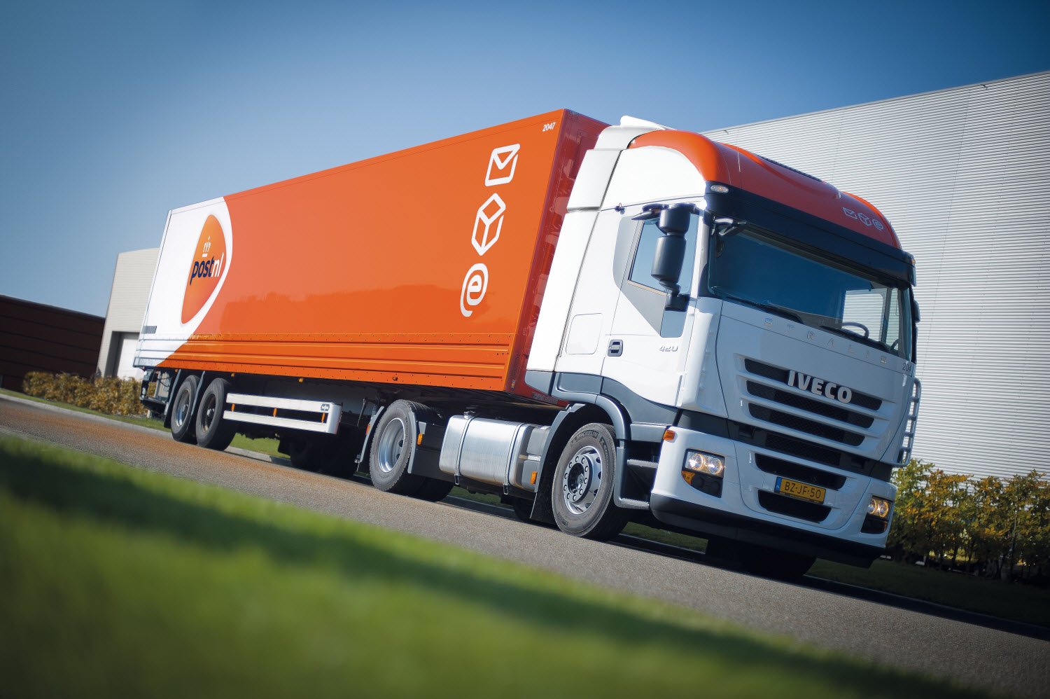 PostNL-truck-at-speed_tcm10-15319